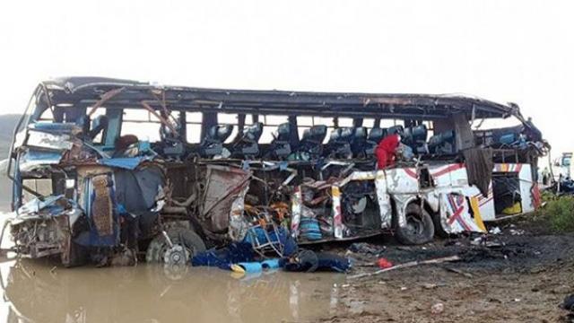 Həkimləri daşıyan avtobus aşdı - 14 ölü, 21 yaralı