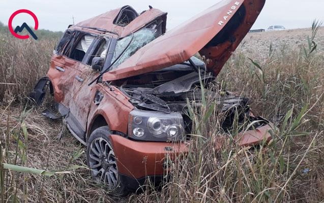 """""""Range Rover"""" aşdı - Üç ailə üzvü yaralandı"""