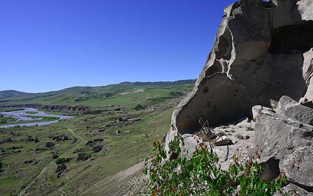 Gürcüstanda dağda 3 qadın turist itdi