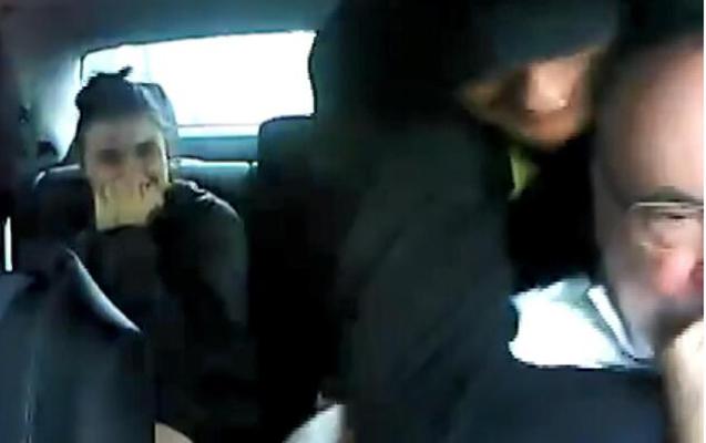 Polşada cütlük taksi sürücüsünü gülə-gülə soydu