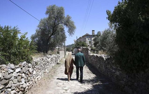 Ərdoğanla xanımı əl-ələ antik kəndi gəzdilər