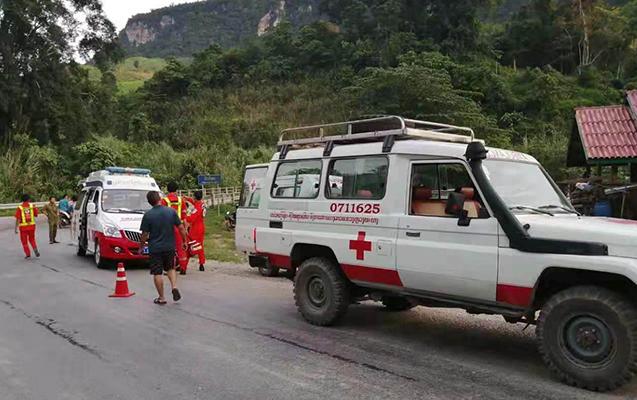 Çinli turistlər qəzaya düşdü - 13 ölü, 31 yaralı