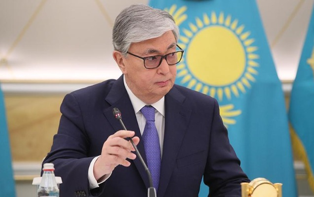 Qazaxıstan Prezidentinin şəklini kazino reklamında istifadə etdilər
