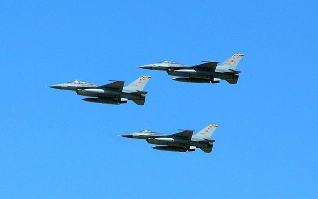 F-16 təyyarələri Azərbaycan səmasında - Video