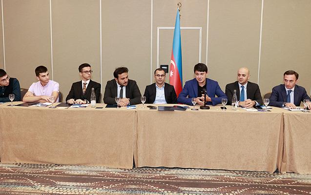 Fuad Muradov Strasburqda Azərbaycan icması ilə görüşdü