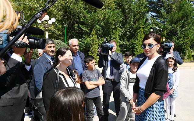 Mehriban Əliyeva və qızı Şamaxıda
