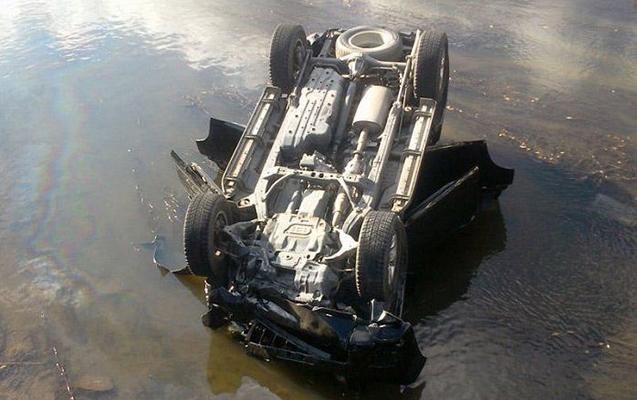 Sabirabadda maşın su kanalına aşdı, sürücü öldü