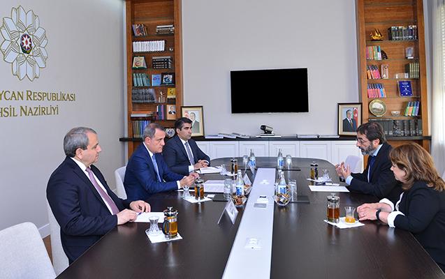 Ceyhun Bayramov Fizika Mərkəzinin direktoru ilə görüşüb