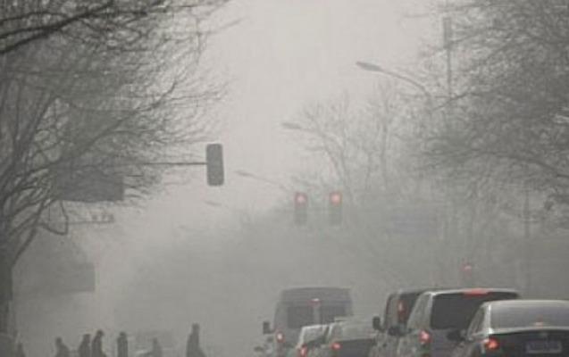 Güclü külək toz dumanı yaratdı
