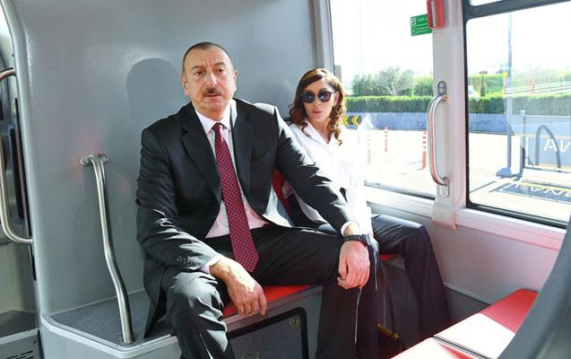 Prezidentlə xanımı yeni avtobuslara da baxdı