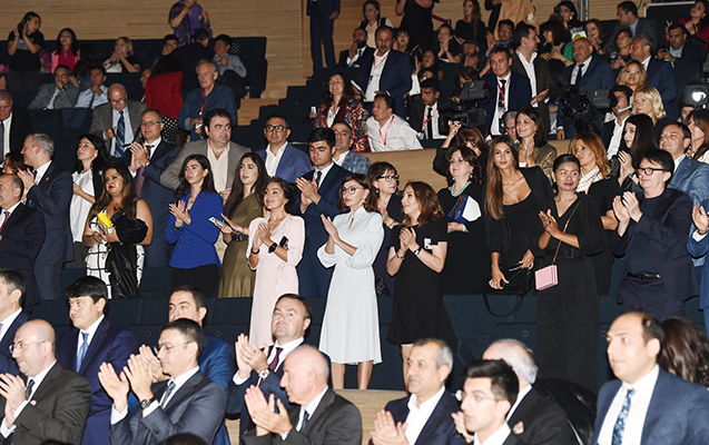 Birinci vitse-prezident Nəsimi Festivalının bağlanış qala-tamaşasında