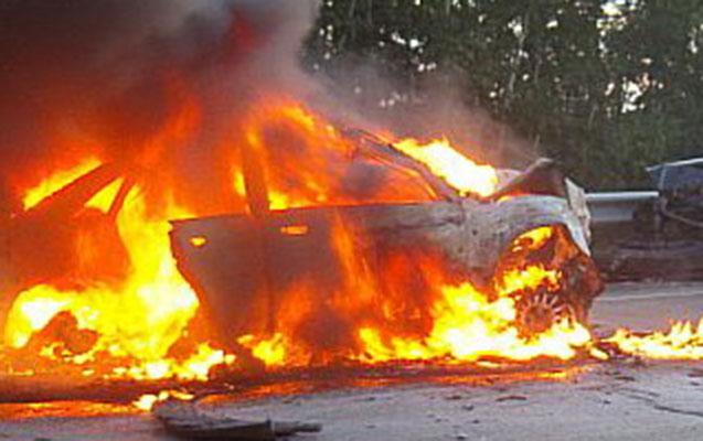 Bakıda 2 avtomobil yandı