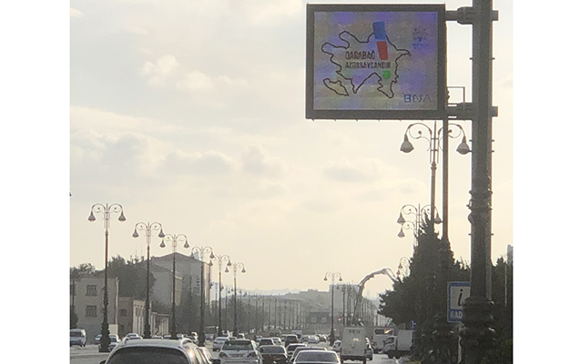 """Bakı yollarında """"Qarabağ Azərbaycandır!"""" mesajı (FOTO)"""