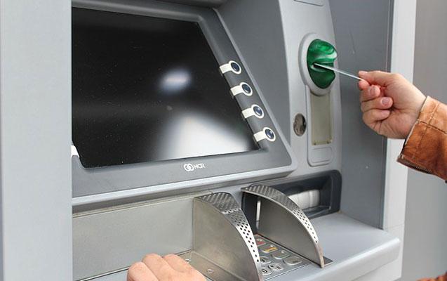 Aldadıb bank kartından pul çıxardılar