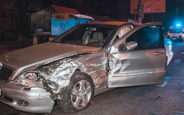 """İki """"Mercedes"""" toqquşdu, yaralılar var"""