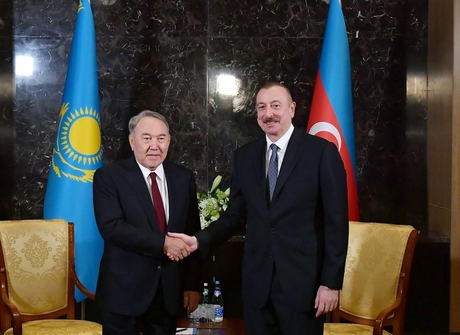 İlham Əliyev Nazarbayevlə görüşdü
