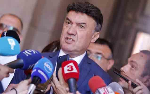Borislav Mixaylov istefa verdi