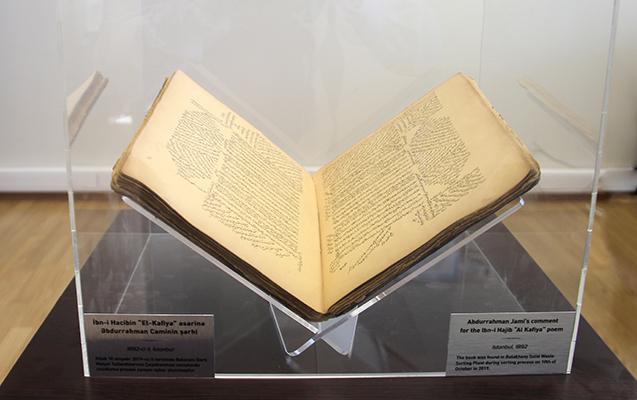 Tullantıların çeşidlənməsi zamanı 19-cu əsrə aid nadir kitab tapılıb