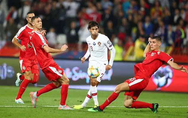 UEFA Serbiya millisini cəzalandırdı