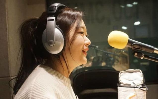 """Koreyalı müğənni """"Sarı gəlin"""" ifası ilə hər kəsi heyrətləndirdi"""