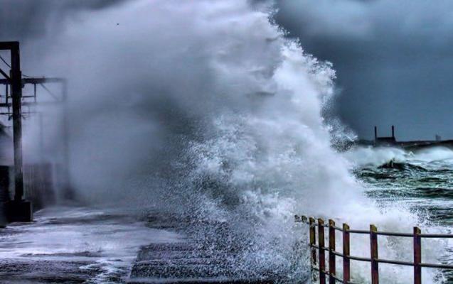 Neft Daşlarında dalğanın hündürlüyü 3,8 metrə çatıb