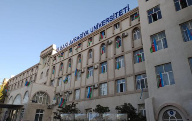 Bakı Avrasiya Universitetinin binası bayraqla bəzədildi - Fotolar