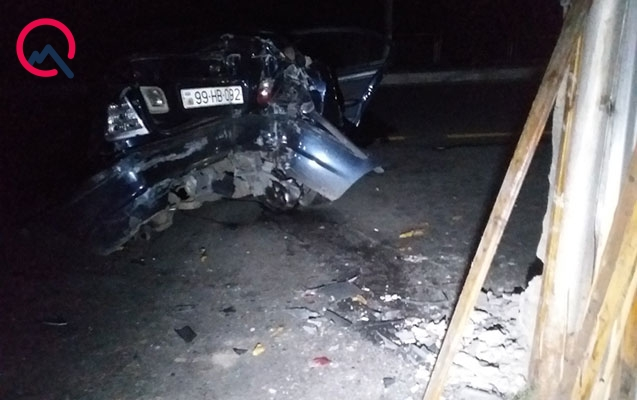 """Qaxda """"BMW"""" qəza törətdi, yaralı var"""