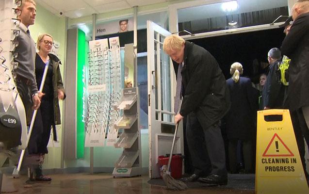Boris Conson mağazada döşəmə sildi- FOTO-VİDEO