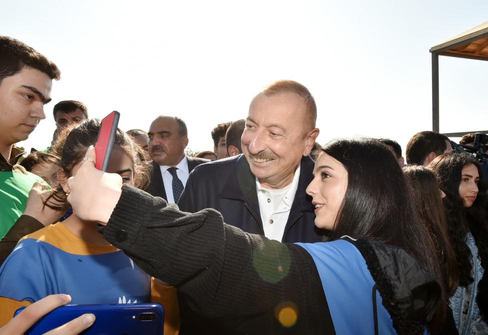 Prezident və xanımı ağacəkmə aksiyasında - Fotolar