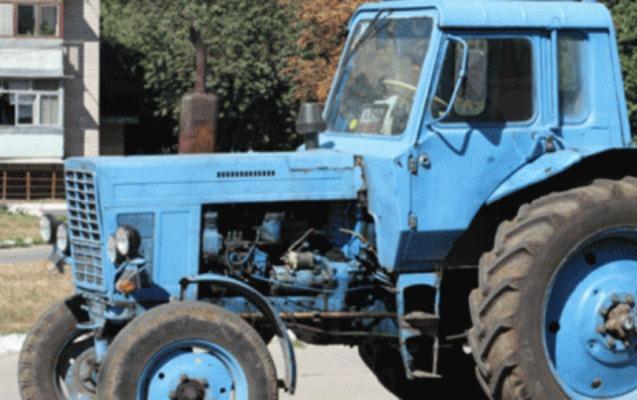 Tərtərdə minik avtomobili traktorla toqquşdu, ölən var