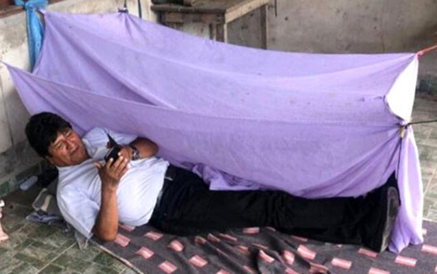 Boliviya prezidenti istefadan sonra ilk gününü belə keçirdi