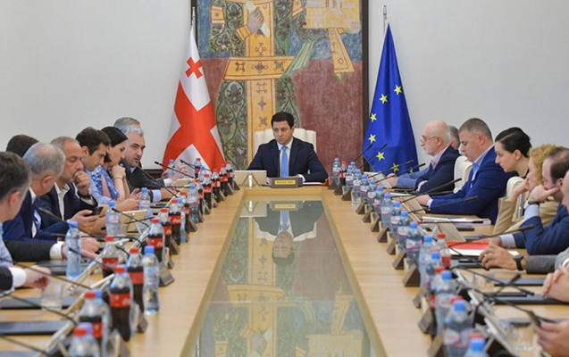 Gürcüstan parlamenti fəaliyyətini bərpa etdi