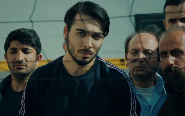 """Azərbaycanlı gənc """"Çukur""""da"""