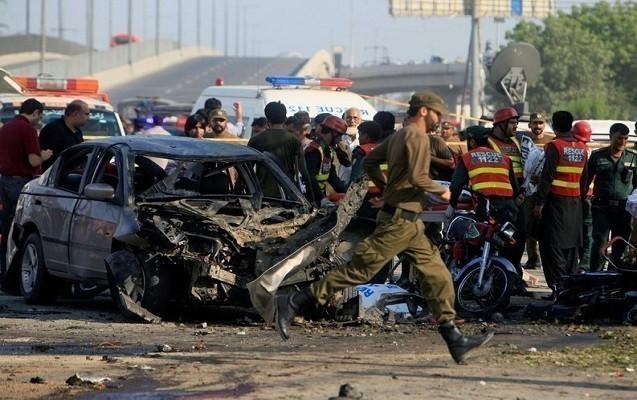 Pakistanda avtomobil partladılıb