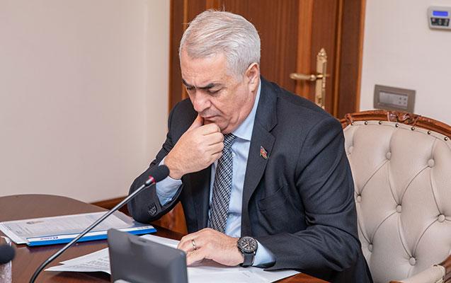 Cavid Qurbanov işlə təmin olunan gənclərlə görüşdü