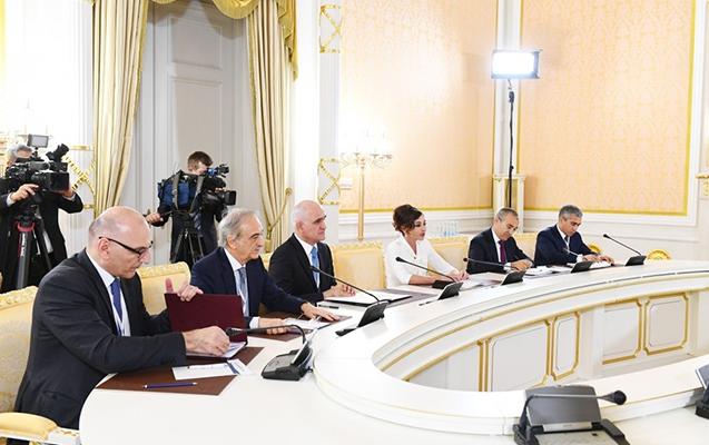 """""""Azərbaycanda rus dilinə böyük hörmətlə yanaşırlar"""""""