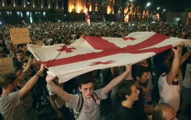 Tbilisidə etirazlar səngimək bilmir, 6 nəfər saxlanıldı