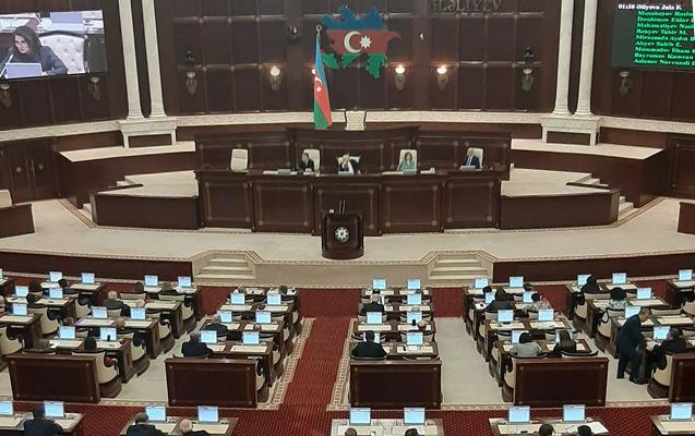Parlamentin tarixi iclası başladı - Video