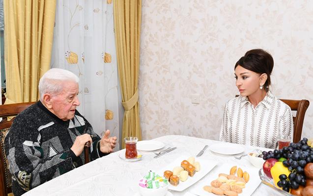 Mehriban Əliyeva Əlibaba Məmmədovun evində