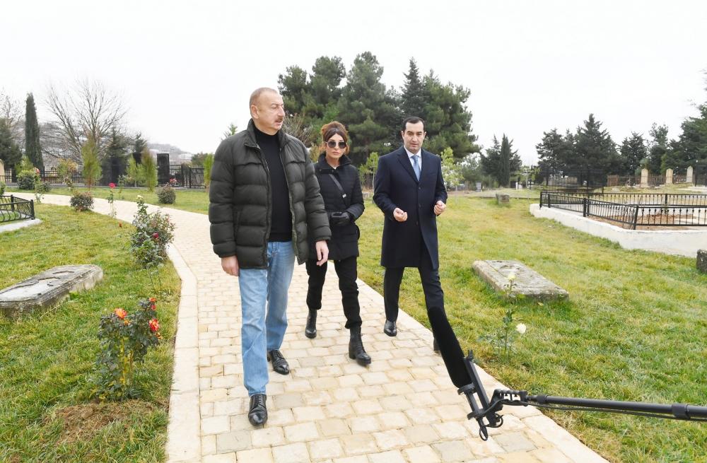 İlham Əliyev xanımı ilə Şahxəndan türbəsində - Fotolar