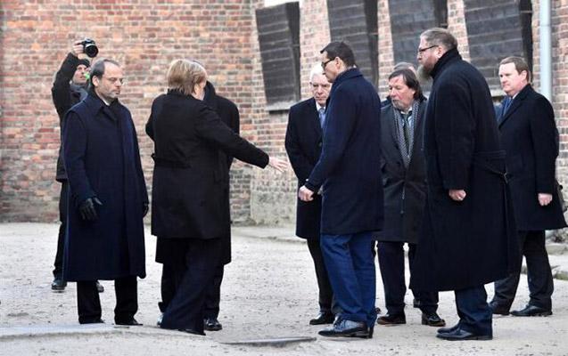 Merkelin yenə halı pisləşdi