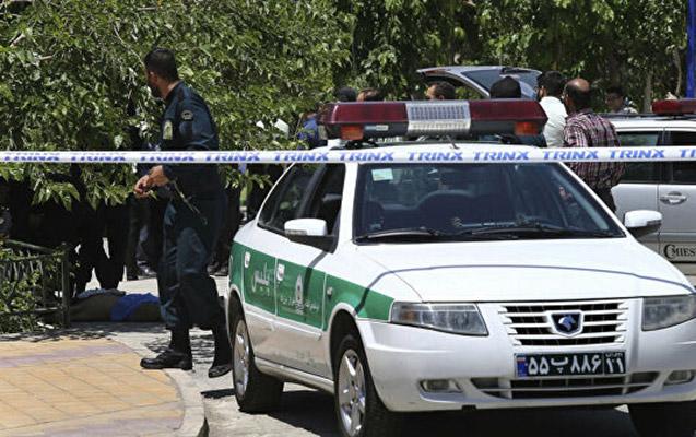 İranda hərbçi 3 polisi güllələdi