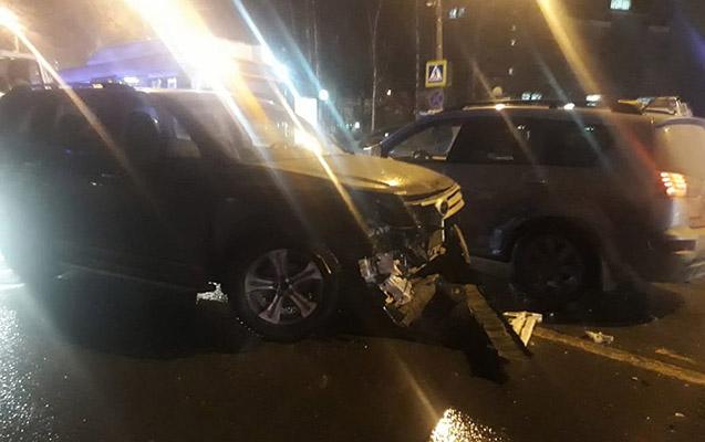 Rusiyada avtomobil teatra gedən məktəbliləri əzdi