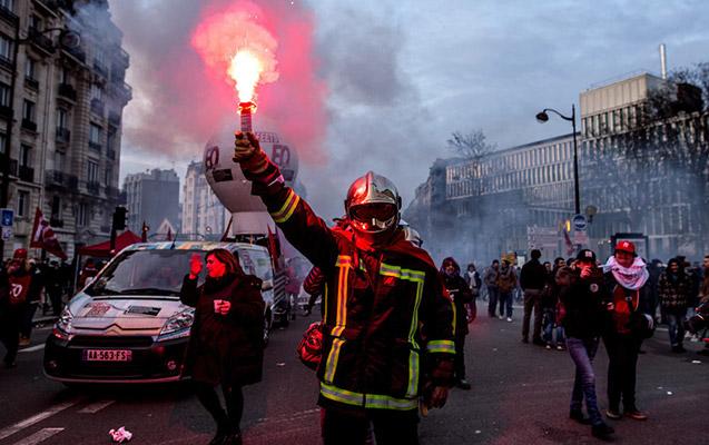 Parisdə yenidən etiraz aksiyası başladı