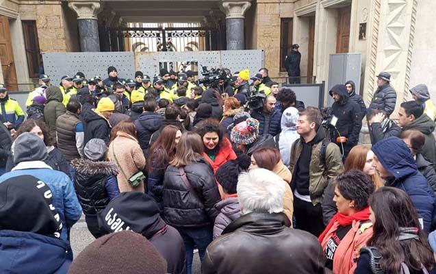 Gürcüstanda yenə ara qarışdı, 16 nəfər saxlanıldı