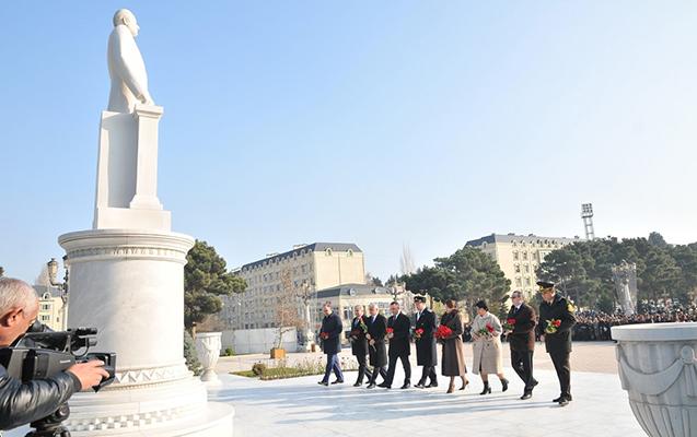 Abşeronda Heydər Əliyevin abidəsi ziyarət edildi