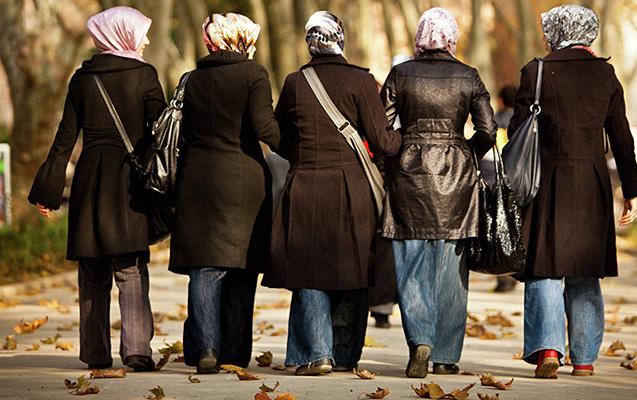 Tacikistanda dəbli hicaba görə 10 qadın saxlanıldı