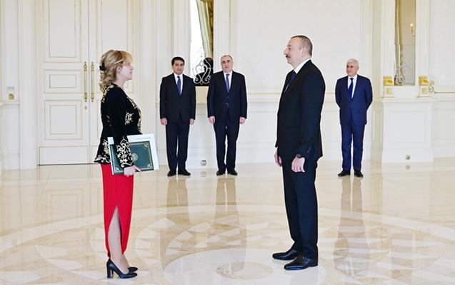 Prezident yeni səfirlərlə görüşdü - Foto