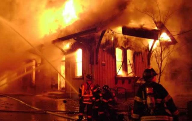 Rusiyada taxta ev yandı, 3 uşaq öldü