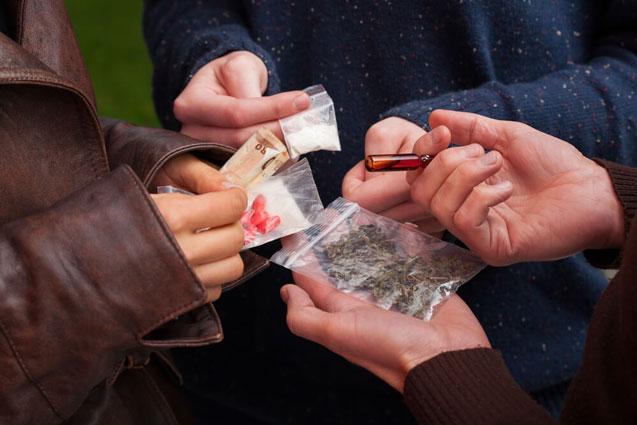 Qardaşına heroin satarkən saxlanıldı